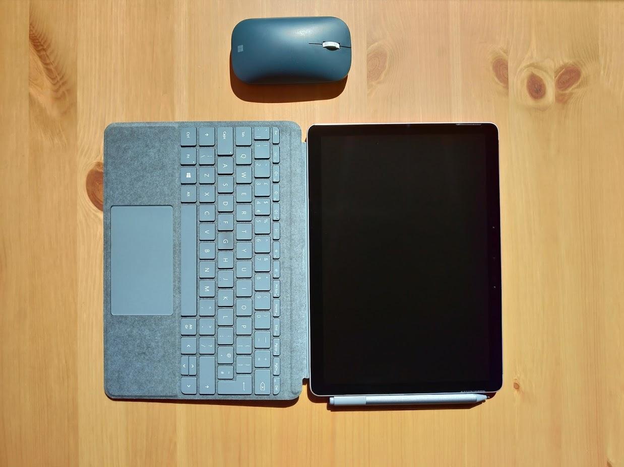Rozłożony Surface Go 2